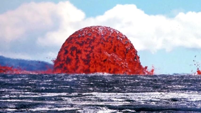 Heiße Lava trifft auf kaltes Wasser - Spektakuläre Videos