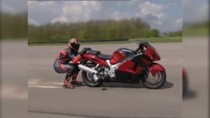 hinter-motorrad-herziehen